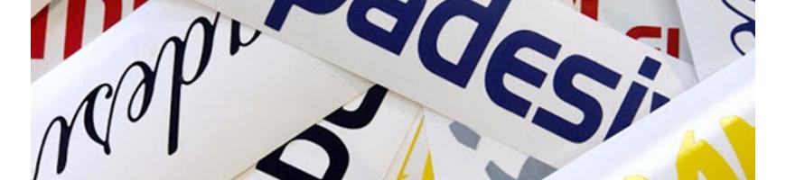 Produzione a Roma di adesivi personalizzati in PVC sia per interno che esterno resistenti alle intemperie.